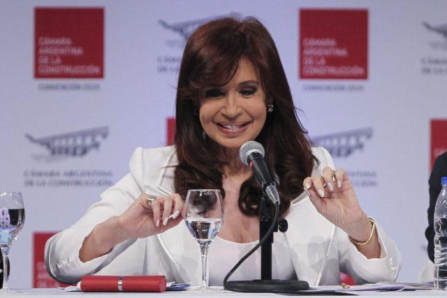 Fernandez-regresa-a-escena-y-dice-que-no-se-dejara-extorsionar-por-jueves