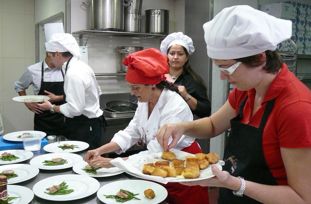 Se necesita personal para cocina con m nima experiencia for Elementos de cocina para chef